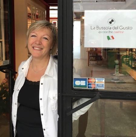 Laura, la chercheuse des produits italiens. Elle rencontre regulièrment tous les producteurs