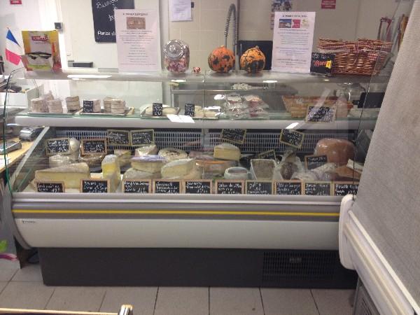 Rayon fromages de vaches et de chèvres locaux, du Vercors et de Savoie, tommesfraîches locales et charcuterie à la coupe